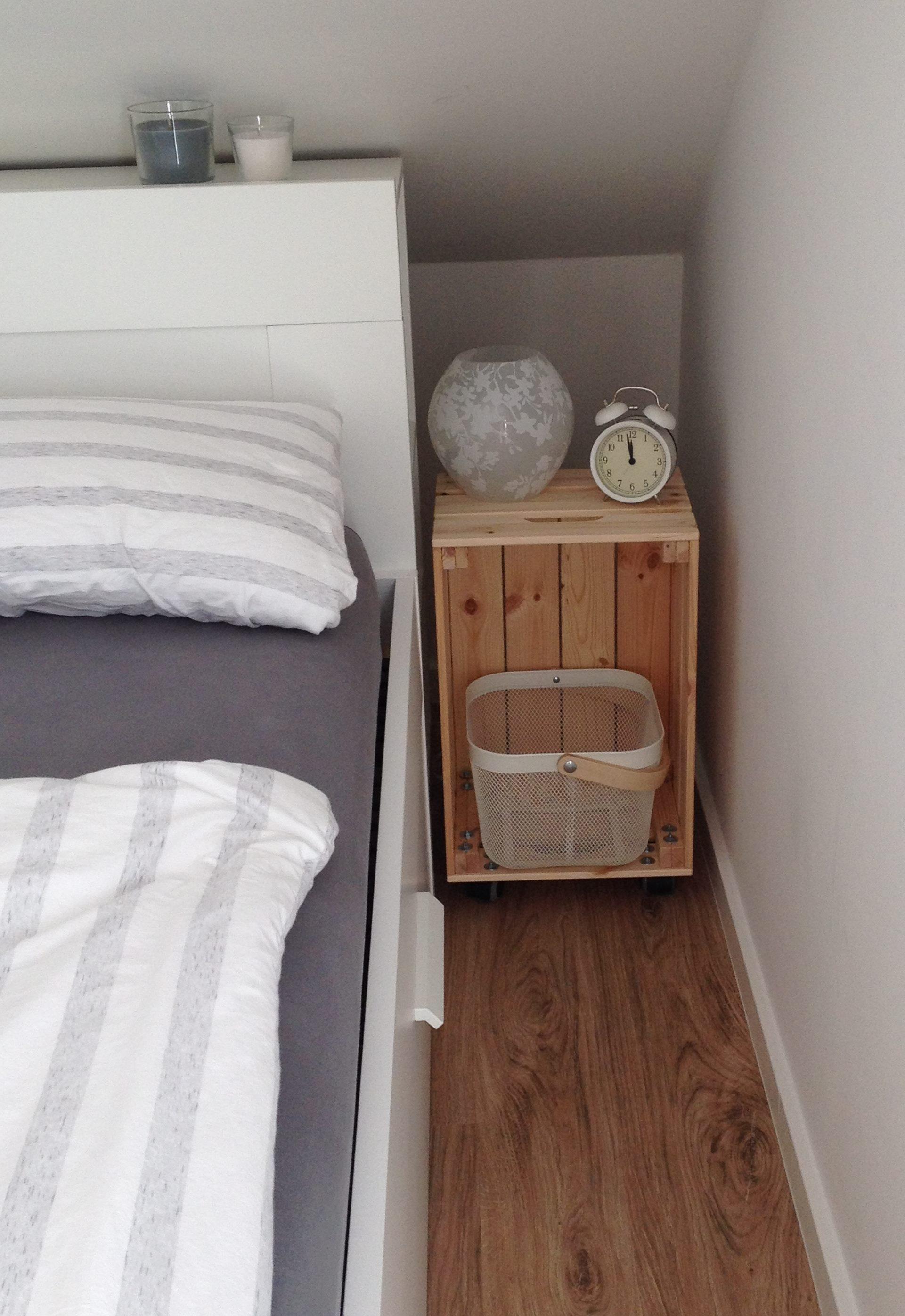 diy: kisten-nachttisch mit rollen – mintmädchen